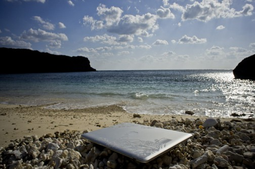 tablet-on-the-beach